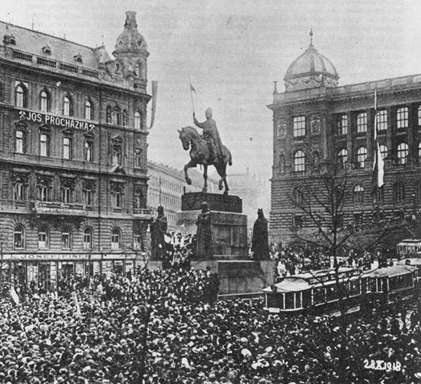 Manifestace na Václavském náměstí u příležitosti vzniku Československa 28. října 1918