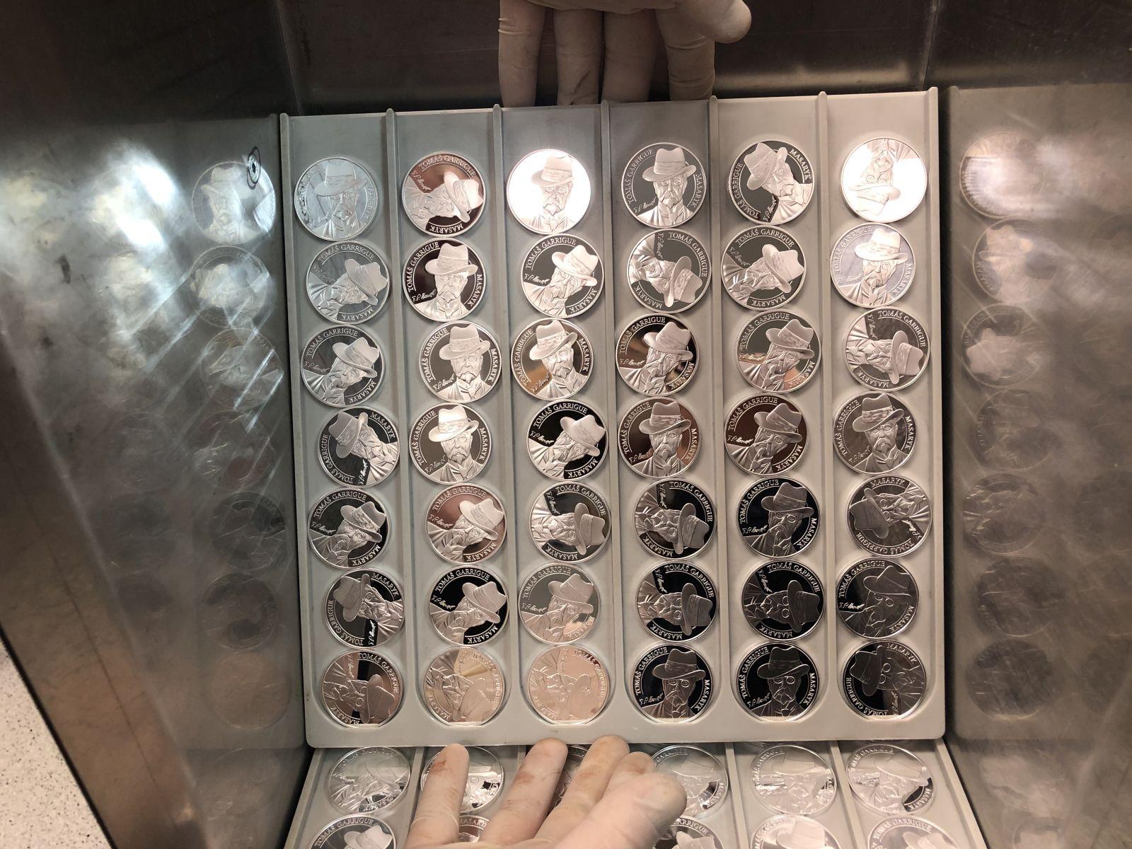 Ražba stříbrné medaile Tomáš Garrigue Masaryk
