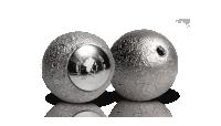 Stříbrná mince ve tvaru Měsíce s pravým měsíčním kamenem a velmi nízkou limitací