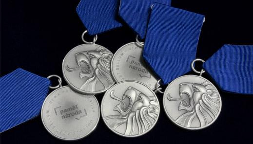 Ceny Paměti národa. Čtyři hrdinové byli 17. listopadu oceněni medailemi od Národ…