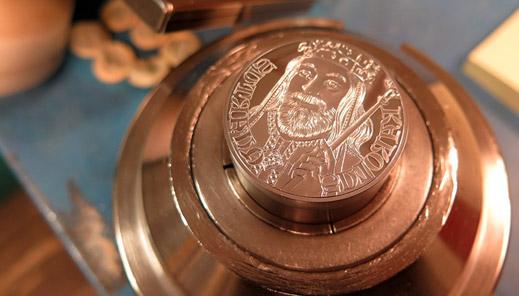 Ražba dne - stříbrná pamětní medaile k 700. výročí narození Karla IV.